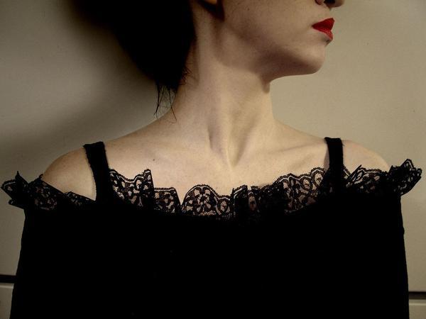 modne sukienki wieczorowe z koronki