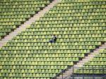 Wymiana trybuny na stadionie