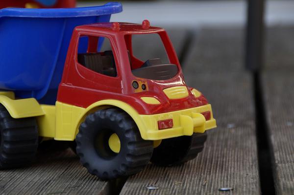 Zabawki dla dzieci - plastikowa wywrotka
