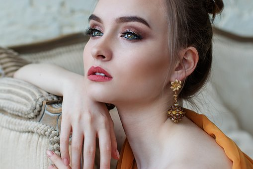 Czy makijaż permanentny jest bolesny?