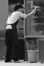 Czyszczenie okien dobrymi środkami chemicznymi