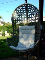 Wygodny wiszący fotel – kokon
