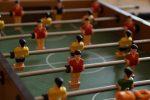 Wytrzymały stół z piłkarzykami