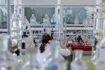 Wiele rodzajów dygestoriów laboratoryjnych