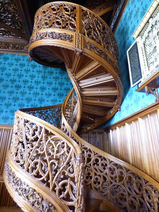 schody drewniane z góry kalwarii
